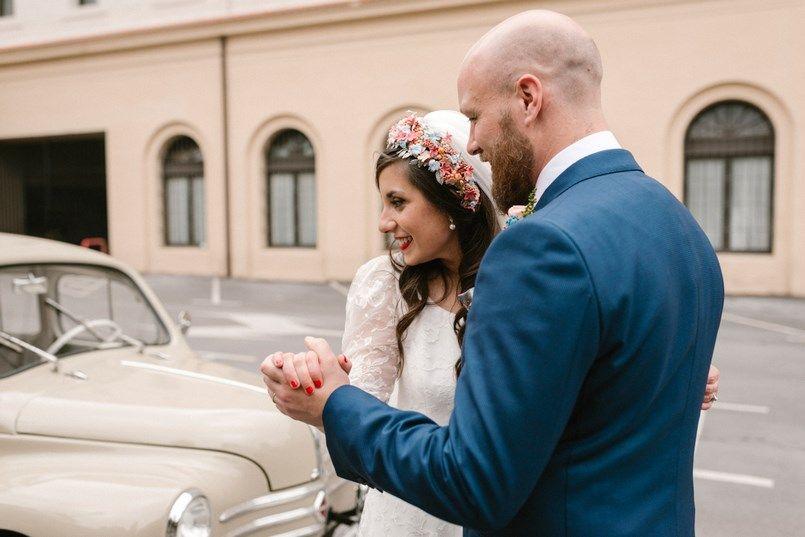 Coche boda Renault 4/4 Transociotaxi boda Bilbao Sara y Jamie Berezi Moments wedding planner