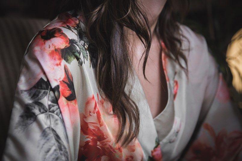 Kimono preparativos novia Bilbao Boda Iratxe y David Foto María Izkue Berezi Moments wedding planner