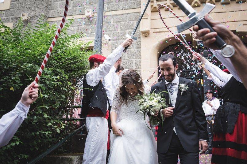 Salida novios Boda Iratxe y David en Bilbao Foto María Izkue Berezi Moments wedding planner