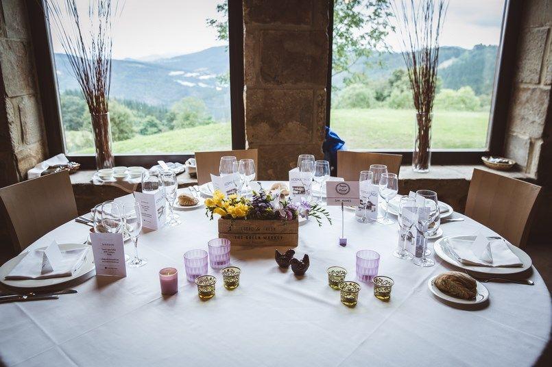 Mesas flores decoración bodas Horma Ondo Boda Iratxe y David Foto María Izkue Berezi Moments wedding planner