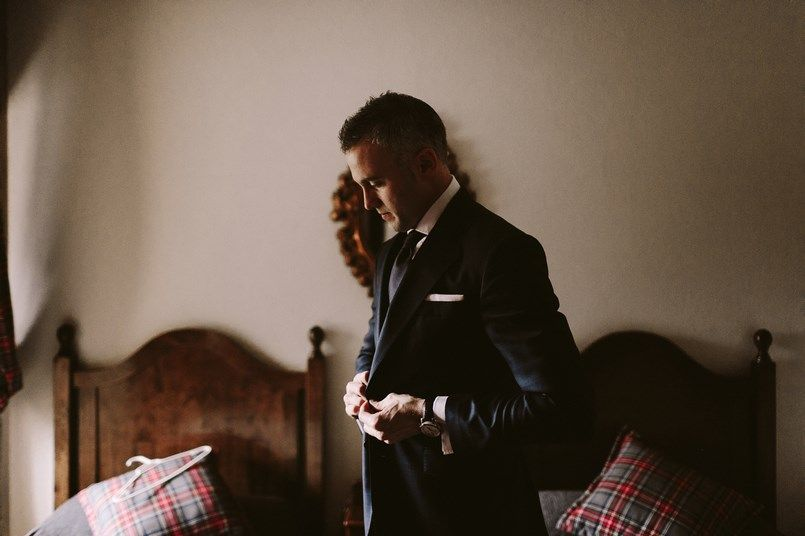 Traje novio Scalpers Boda Ide y Rubén Berezi Moments wedding planner
