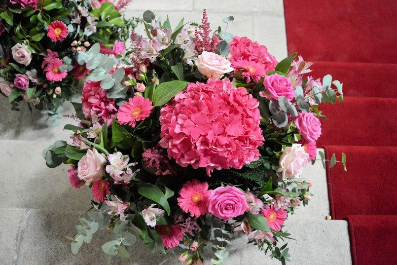 Flores iglesia Elorz Bilbao boda Sara y Jamie Berezi Moments wedding planner